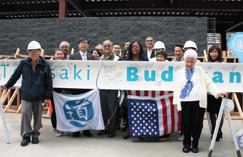 George Sugimoto, Consul General Akira Chiba, Keith Terasaki, Jan Perry and Aiko Kawaratani were among the attendees at the ceremony (photo by Ichiro Shimizu)
